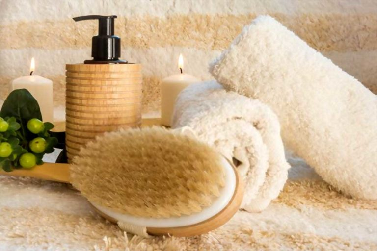 brush washcloth and other elements necessary for dry brushing at home
